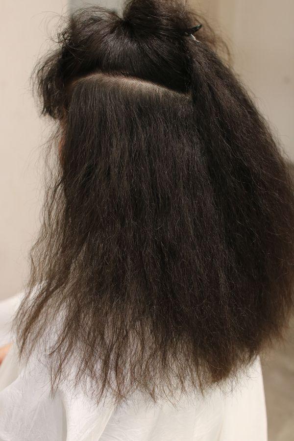 縮毛矯正によるダメージではなく細かいちじれ毛
